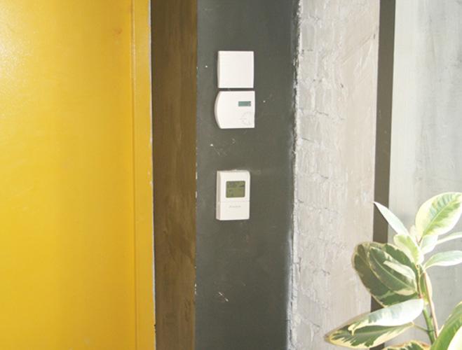 Пульт управления влажностью воздуха в офисе